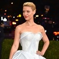 Claire Danes Kenakan Gaun Glow in the Dark Rancangan Zac Posen