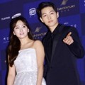 Song Hye Kyo dan Song Joong Ki di Red Carpet Baeksang Art Awards 2016