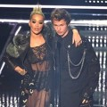 Rita Ora dan Ansel Elgort di MTV Video Music Awards 2016