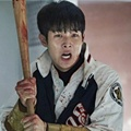 Choi Woo Shik Bersiap Memukul Zombie di Film 'Train to Busan'