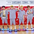 NCT Dream Tampil Gunakan Hoverboard di Debut 'Chewing Gum'