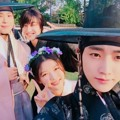 Selfie Park Bo Gum cs Saat Jumpa Pers Drama 'Love in the Moonlight'