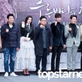 Pemeran Utama Drama 'Legend of the Blue Sea' Foto Bersama Sutradara