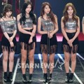 AOA Raih Piala Best Celebrity Award