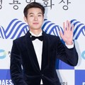 Choi Woo Shik di Red Carpet Blue Dragon Awards 2016