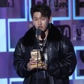 Crush Raih Piala Best Vocal Performance - Male Solo