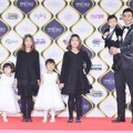 Lee Dong Guk Hadir Bersama ke-5 Anaknya di Red Carpet KBS Entertainment Awards 2016