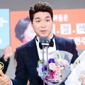 Park Soo Hong Raih Piala Producers Award