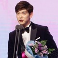 Eric Nam Raih Piala Best Couple Award