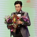 Kim Sung Joo Raih Piala High Excellence Award for Music and Talk Shows
