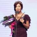 Solbi Raih Piala Excellence Award for Music and Talk Shows