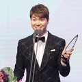 Park Soo Hong Raih Piala Rookie Award for Radio