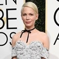Michelle Williams Tonjolkan Kesan Sederhana dalam Balutan Gaun Louis Vuitton
