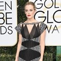 Riley Keough Kenakan Gaun Hitam Rancangan Chanel