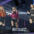 Black Pink Tampil Nyanyikan Lagu 'Playing With Fire ' di Hari Pertama Golden Disk Awards 2017