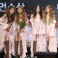 Sistar Raih Piala Best Female Performance