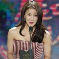 Lee Si Young di Hari Kedua Golden Disk Awards 2017