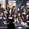IOI Saat Nyanyikan Lagu 'I Fell In Love' di Hari Kedua Golden Disk Awards 2017