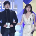 On Joo Wan dan Jung Hye Sung di Seoul Music Awards 2017