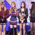 Black Pink Raih Piala New Artist Award