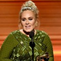 Adele Saat Raih Piala Best Pop Vocal Album