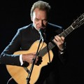 Sting Saat Nyanyikan Lagu 'The Empty Chair' di Oscar 2017
