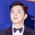 Jo Jung Suk di Red Carpet Baeksang Arts Awards 2017