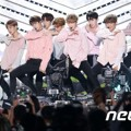 Selain itu, Wanna One juga menyanyikan title track 'Energetic' dan 'Burn It Up'.