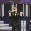 Tak cuma Best Male Rookie, Sungjae BTOB juga meraih piala Star of the Year.