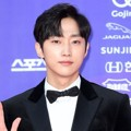 Jinyoung B1A4 di Red Carpet Seoul Awards 2017
