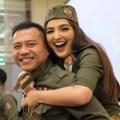Krisdayanti malah mengunggah foto dirinya bersama Raul Lemos. Kendati demikian, keluarga Anang tetap bahagia.