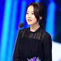 Park Bo Young Terima Penghargaan di Korean Popular Culture & Arts Awards Ceremony 2017
