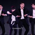 NU'EST W Saat Nyanyikan Lagu 'Where You At' di Asia Artist Awards 2017