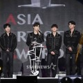 EXO Raih Grand Award, Popularity Award, dan Fabulous Award di AAA 2017