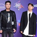 Gaya Kece Choiza dan Gaeko Dynamic Duo di Red Carpet MAMA 2017 Hong Kong.