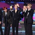 BTS meraih piala Best Asian Style di MAMA 2017 Hong Kong.