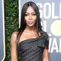 Naomi Campbell juga tampil maksimal di Red Carpet Golden Globe Awards 2018.
