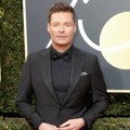 Ryan Seacrest tampil gagah di Red Carpet Golden Globe Awards 2018.