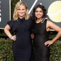 Amy Poehler dan Saru Jayaraman kompak di Red Carpet Golden Globe Awards 2018.