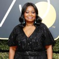 Octavia Spencer turut hadir di Red Carpet Golden Globe Awards 2018.