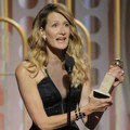 Laura Dern Raih Piala Best performance by an actress in a supporting role in a series