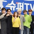 Super Junior bersama PD dan penulis naskah variety show 'Super TV'