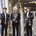 Super Junior Raih Piala Bonsang
