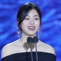 Lee Soo Kyung meraih penghargaan Best Supporting Actress kategori film.