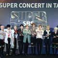 Seventeen di Red Carpet SBS Super Concert di Taipei