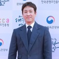 Lee Sun Gyun di Red Carpet Korean Popular Culture And Art Awards 2018