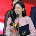 Son Ye Jin Raih Piala Prime Minister's Commendation