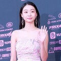 Kim Da Mi di red carpet The Seoul Awards 2018.