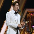 Yoo Yeon Seok Raih Piala Best Supporting Actor Award Kategori Drama