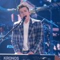 "Charlie Puth membawakan lagu ""See You Again"" di Genie Music Awards 2018."